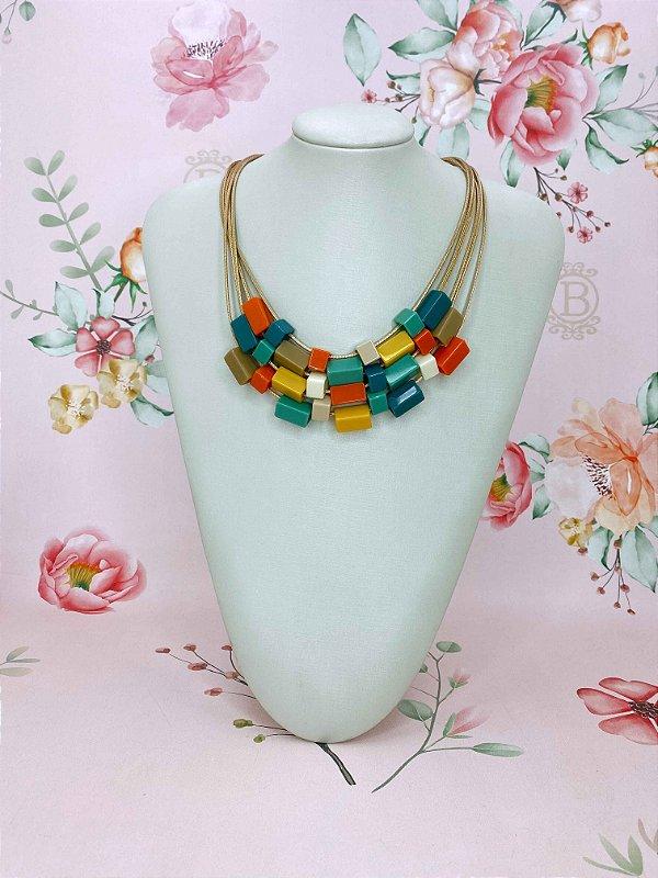 Colar cordão dourado e quadradinhos - bege,colorido ou laranja com azul