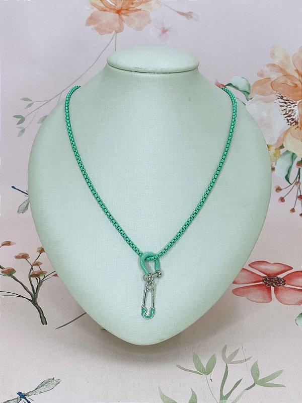 Colar mini elos e pingente de ferradura e alfinete - azul ou verde