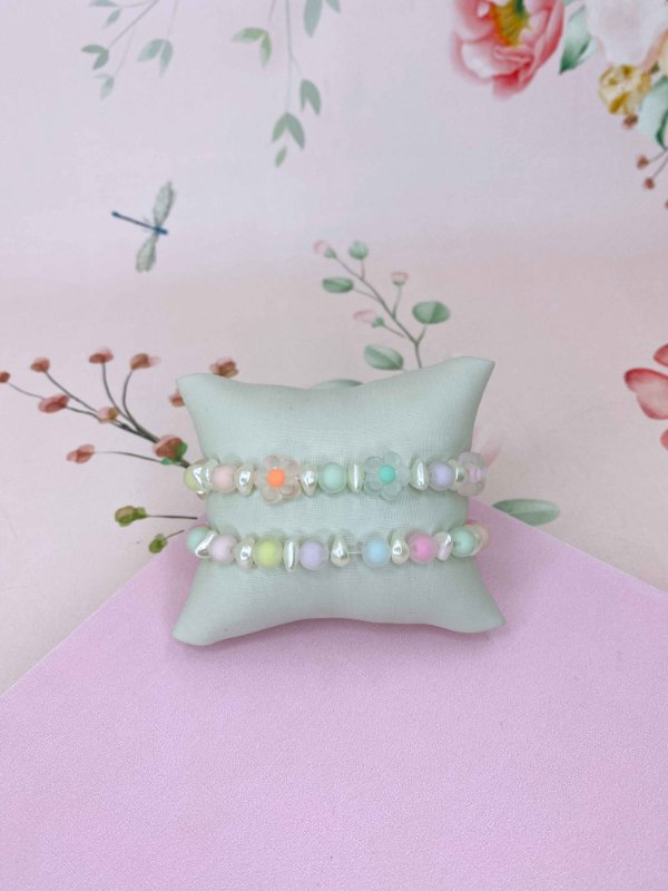 Pulseira florzinhas transparente colorida e com pérolas