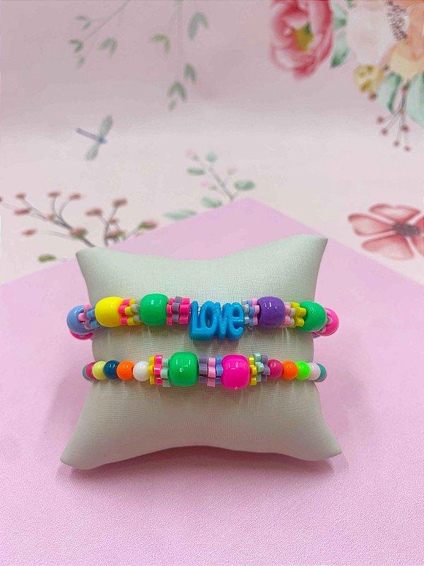 Pulseira kit LOVE e disquinhos de flor coloridos