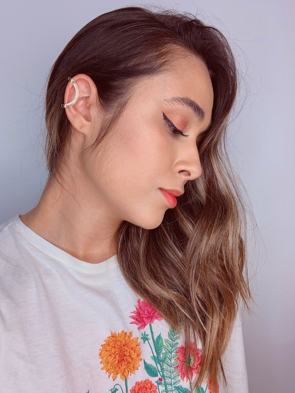 Piercing fake dourado com mini bolinhas de pérolas