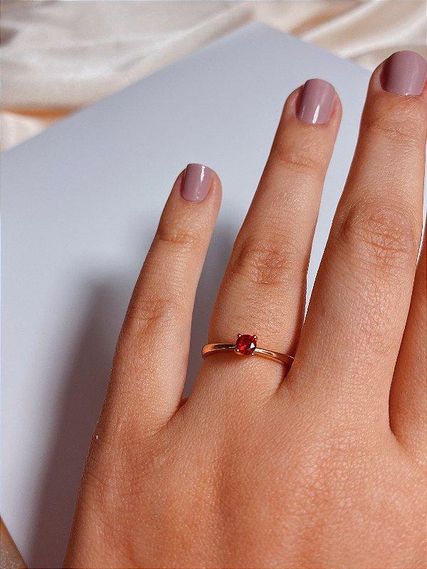 Anel solitário - pedra vermelha