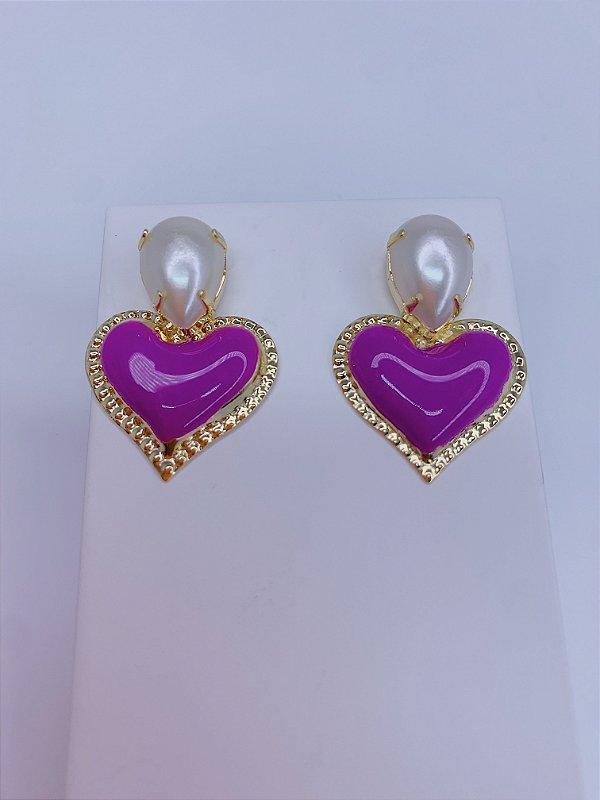Brinco coração resina com pérola - vermelho, roxo ou lilás