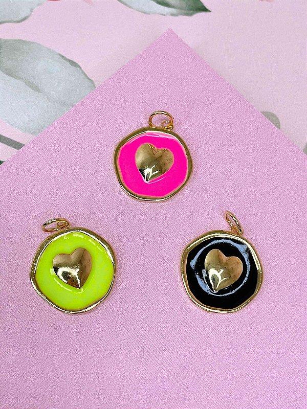 Pingente dourado coração esmaltado-pink,verde ou preto