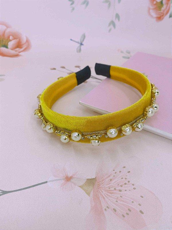 Arco veludo amarelo com pérolas e strass