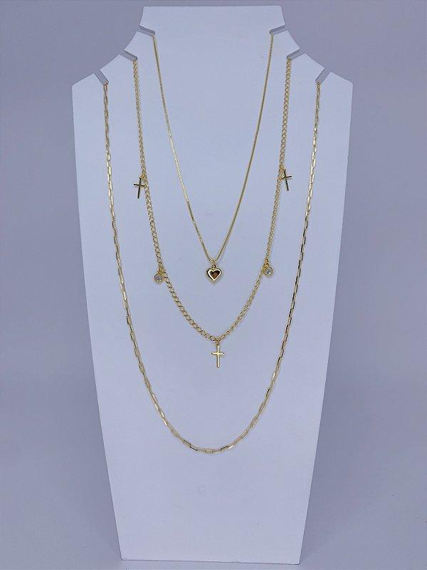 Mix de três colares individuais com pingente de cruz, pedras e coração