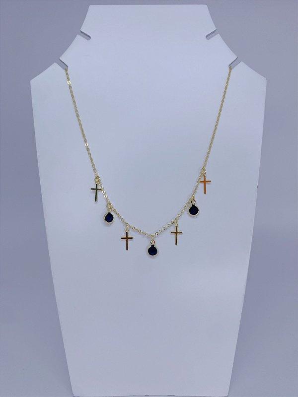 Colar choker dourada com cruz e pedras azuis
