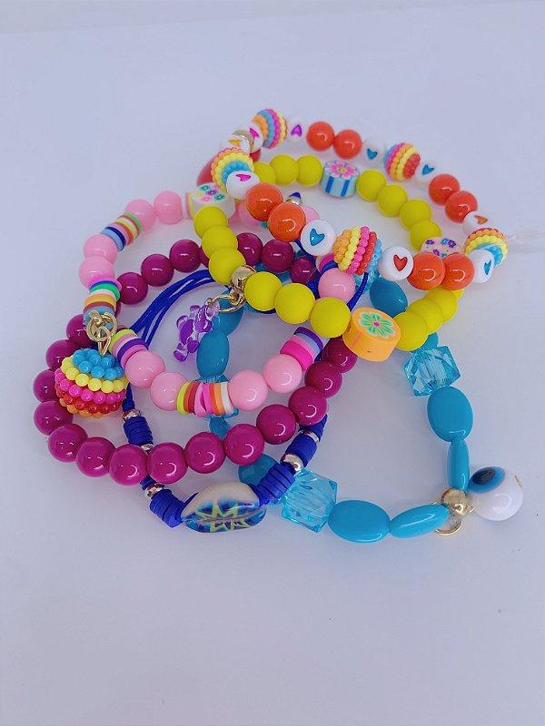 Kit pulseira de miçangas coloridas com pingente de coração e buzios