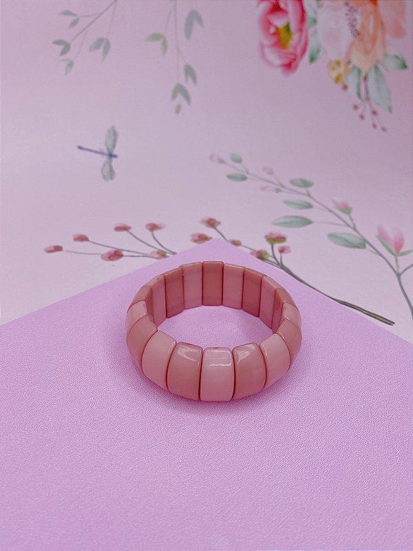 Pulseira oval em material plástico