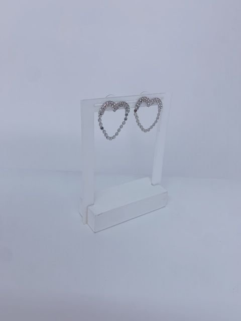 Brinco coração vazado com strass - prata ou dourado