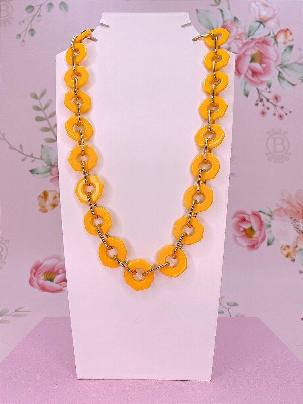 Colar elos acrílico amarelo com elos dourados