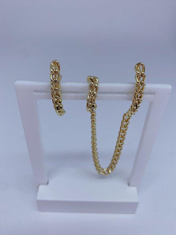 Brinco dourado Ear Hook e piercing com corrente