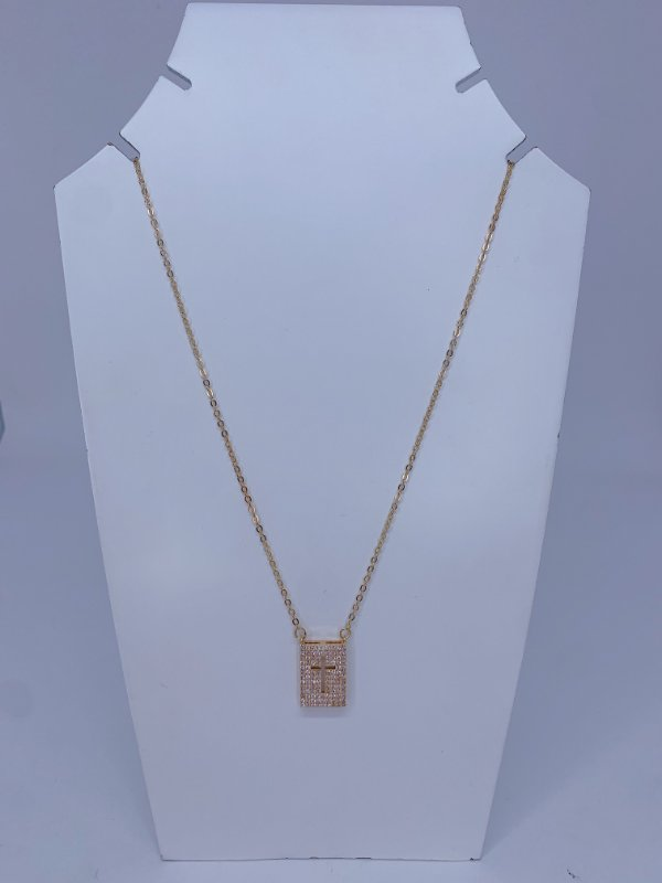 Colar pingente plaquinha com strass e cruz vazada - prata, ônix ou dourado