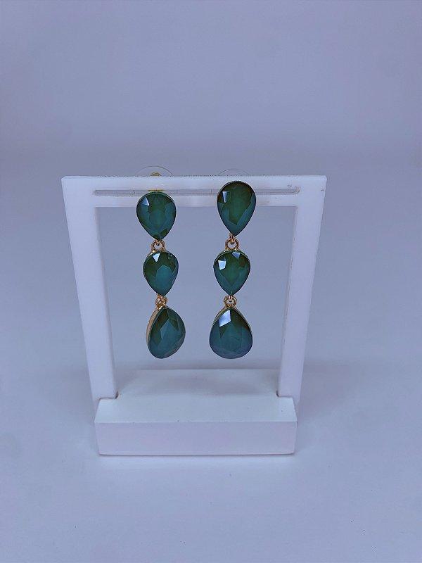 Brinco dourado com 3 pedras em formato gotas verde