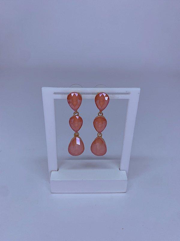 Brinco dourado com 3 pedras em formato gotas laranja