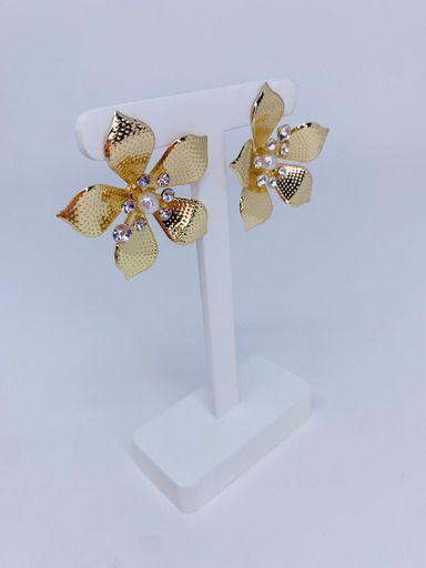 Brinco flor com pérola e strass no centro - prata ou dourado