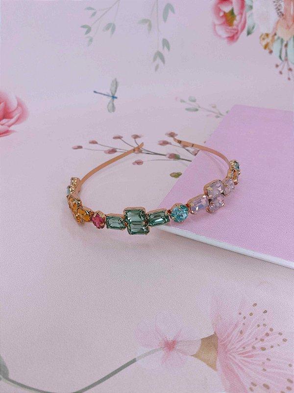 Arco dourada com pedras coloridas - rosa , verde e bege
