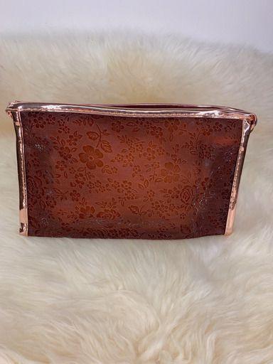 Nécessaire marrom com leve transparência e detalhe rosê gold