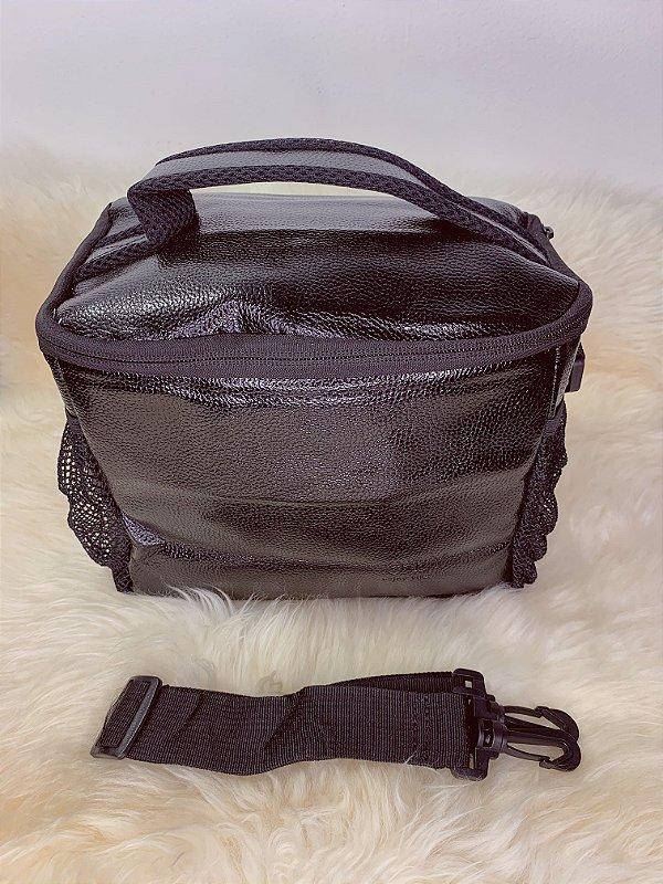 Necessaire térmica,com bolso de tela na lateral e alça ajustável -preto