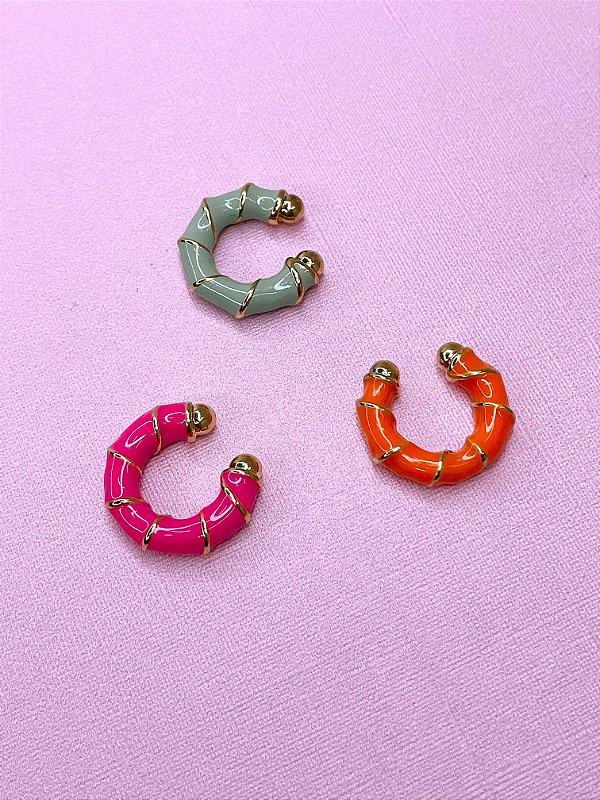Piercing fake esmaltado com detalhe dourado - laranja, verde ou rosa