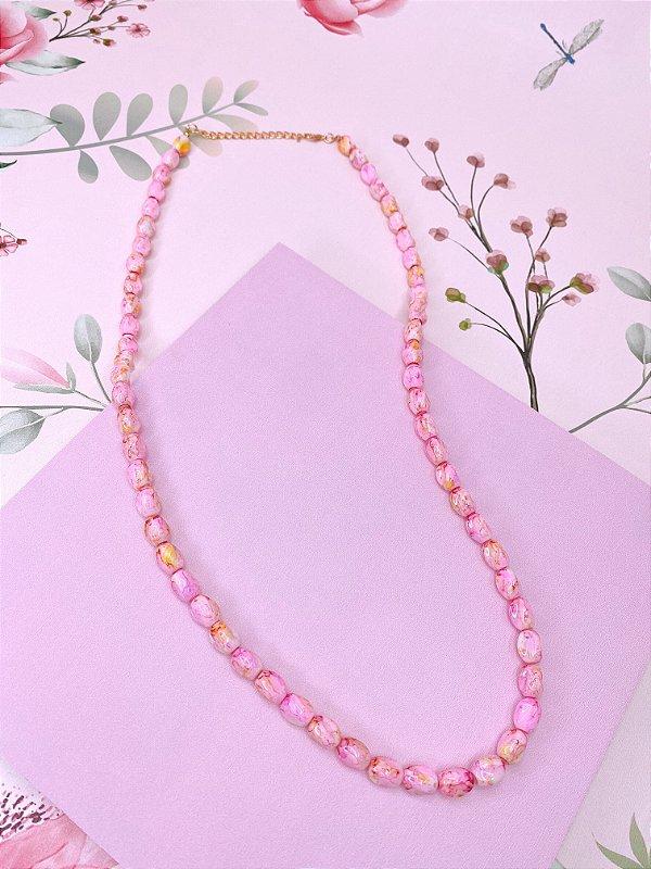 Colar pedras mescladas nos tons de rosa