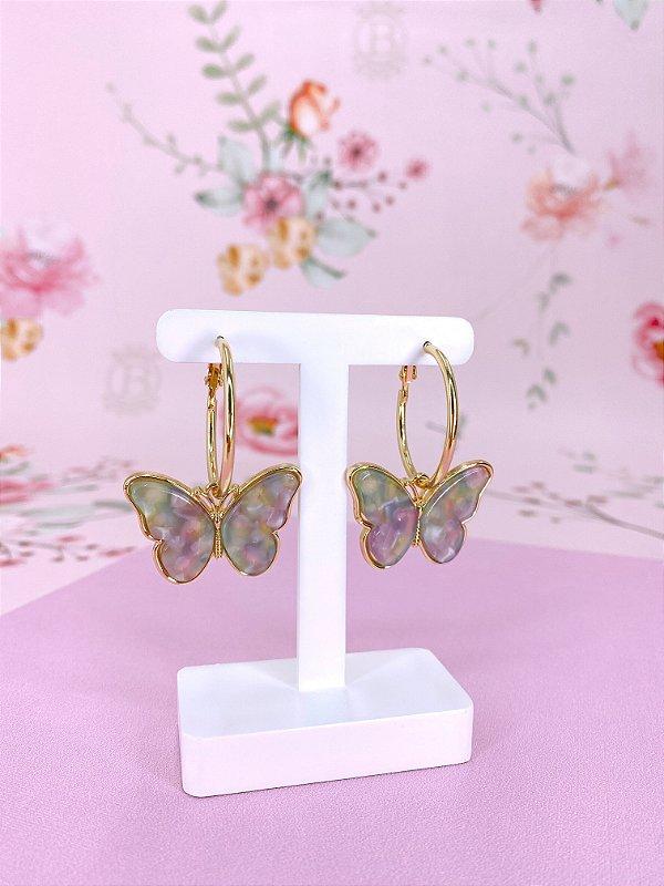 Argola dourada com pingente borboleta colorida