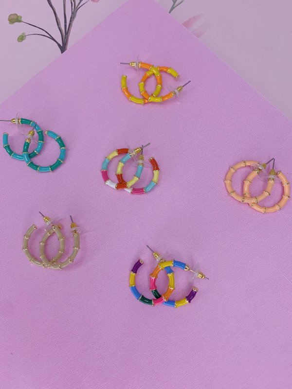 Brinco argola dourada esmaltada-rosê,bege,laranja com amarelo,verde tiffany ou colorida