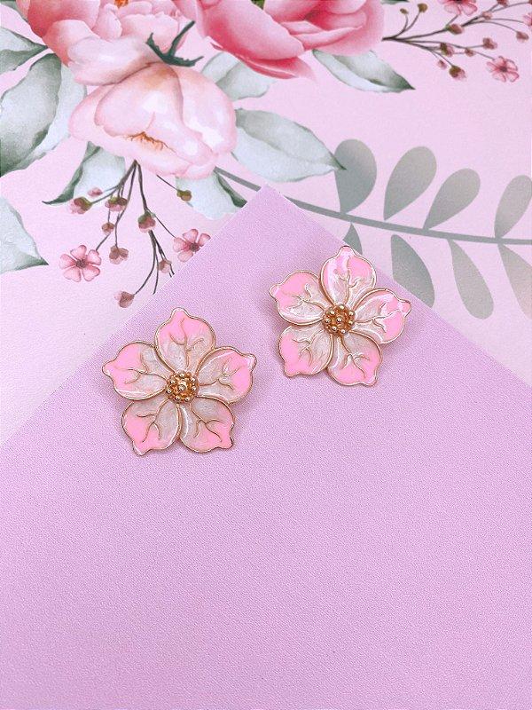 Brinco de Flor esmaltado mesclado em rosa