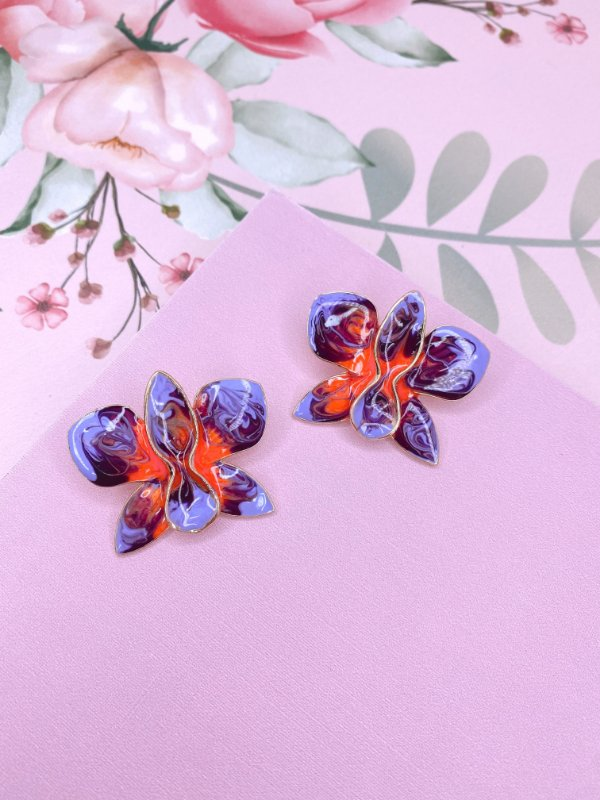 Brinco dourado de Flor Borboleta esmaltado mesclado em lilás com laranja