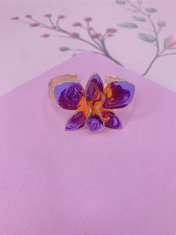 Bracelete dourado com Flor Borboleta esmaltada mesclado em lilás com laranja