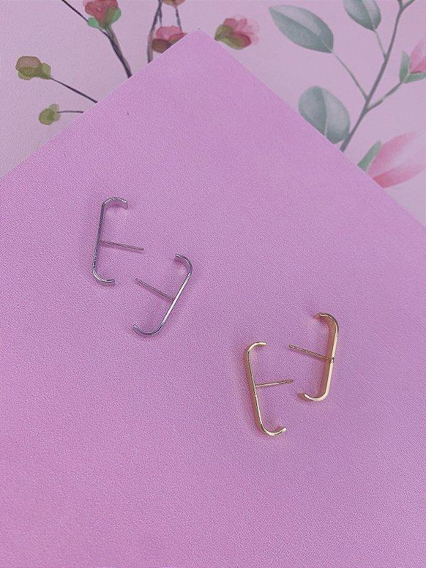 Brinco Ear Hook liso - prata ou dourado