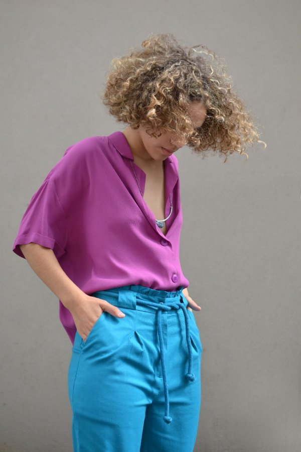 Camisa manga curta dobrada