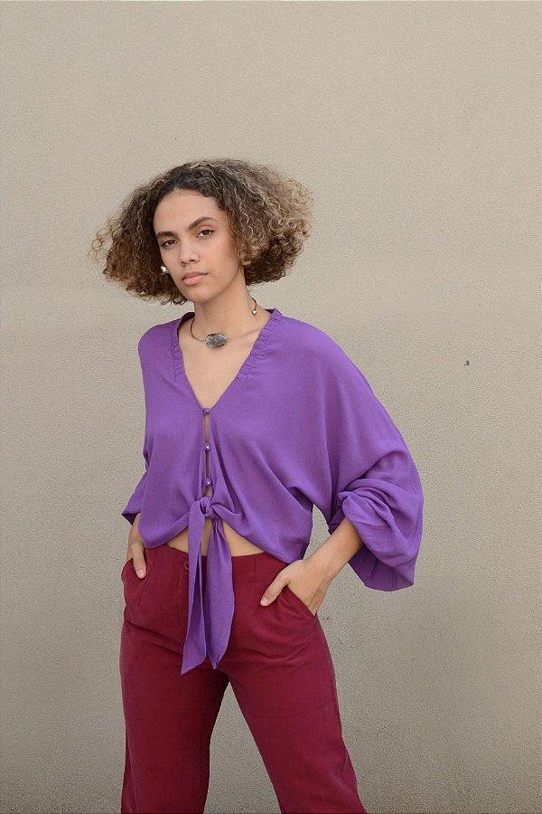 Blusa com elástico decote e amarração
