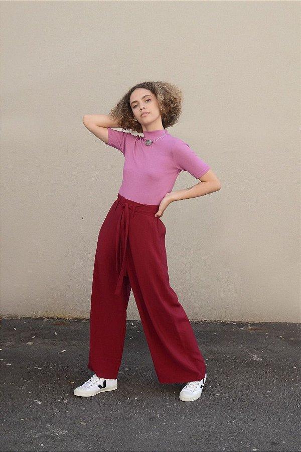 Calça pantalona com faixa e elástico