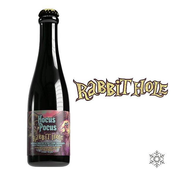 Rabbit Hole - Imperial Stout com Cacau, Aveia, Coco Queimado, e Nozes Negras - 13% ABV - 375ml
