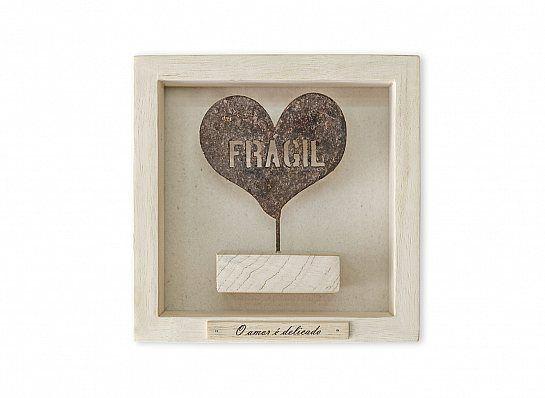 """Quadro madeira clara """"Frágil"""" o amor é delicado"""