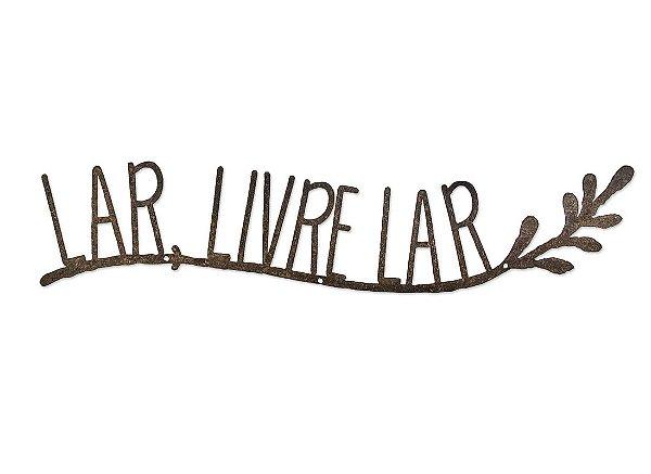 """FRASE FERRO """"LAR, LIVRE LAR"""""""