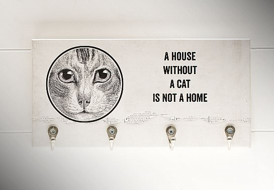 "PORTA CHAVES ""A HOUSE WITHOUT A CAT..."""