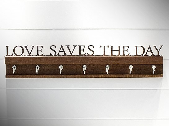 "GANCHO ""LOVE SAVES THE DAY"""