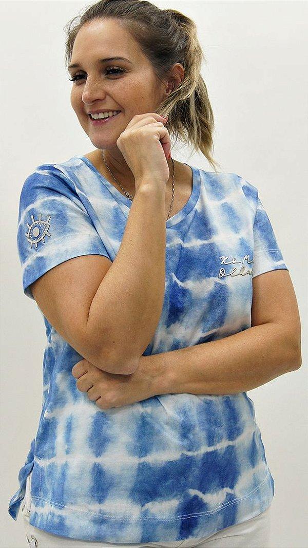 T-Shirt Meia Malha Azul Detalhe aplique Xô Mau Olhado