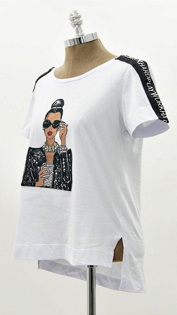 T-shirt Meia Malha Menina Coque Faixa Auto Relevo