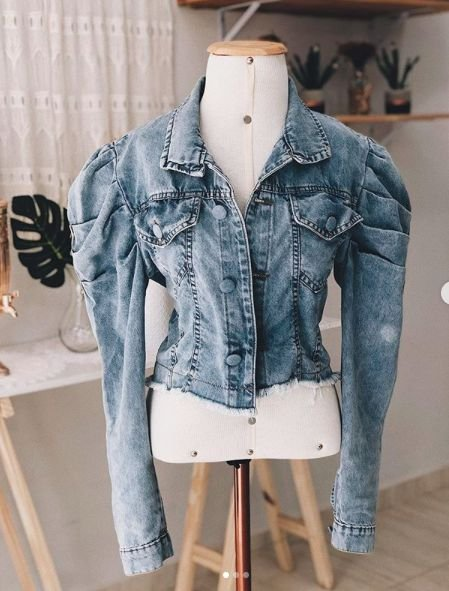 Jaqueta Jeans Botão Coberto Manga Buff