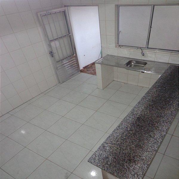 Casa Jardim com 3 cômodos, água e Luz separados, aceita seguro fiança ou depósitos, R$400,00