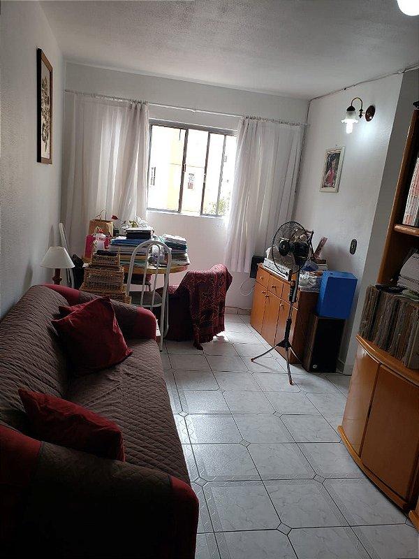 Vende-se Apartamento no condomínio vale dos Pinheiros 3 dormitórios, cozinha, Wc, área de serviço, sala de estar e sala de jantar