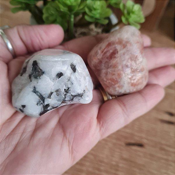 Kit  Sol e Lua pedra rolada natural 4cm a 5cm   VITALIDADE E AMOR PRÓPRIO