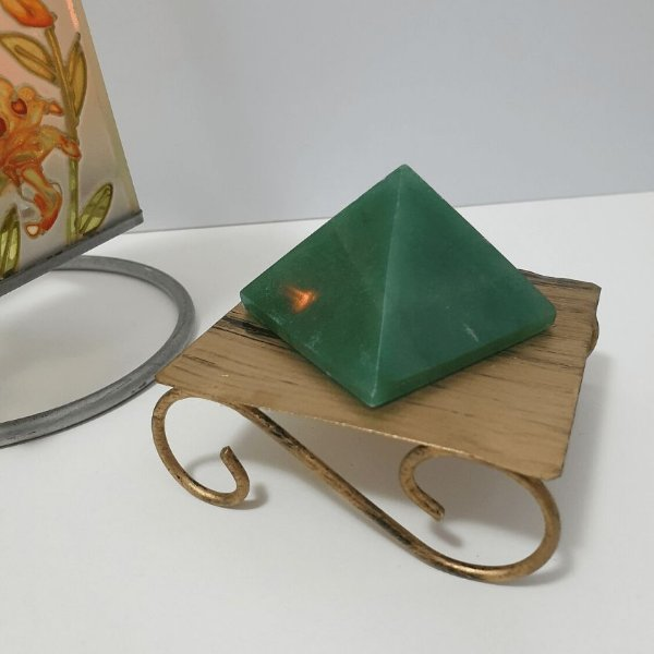 Pirâmide de Quartzo Verde - 112 Gramas 5cm x 4.5cm