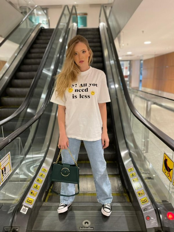 CAMISETA ALL YOU NEED IS LESS