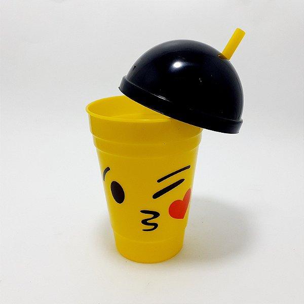 Copo De Plástico Com Tampa E Canudo Amarelo Tema Emoji  Beijo Com 400ml