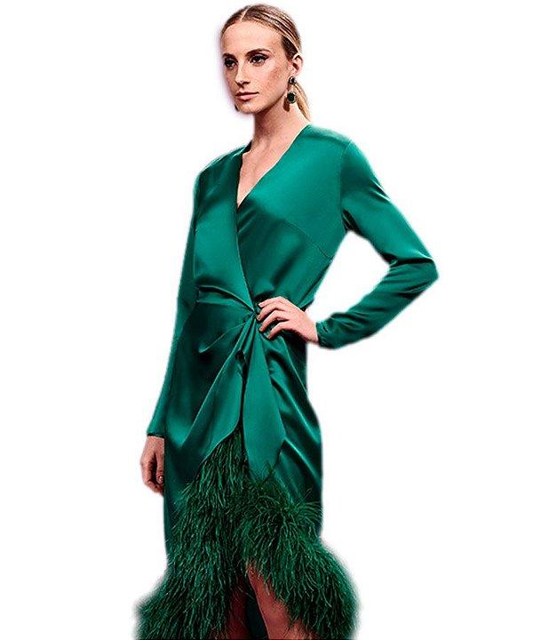 Vestido midi envelope plumas