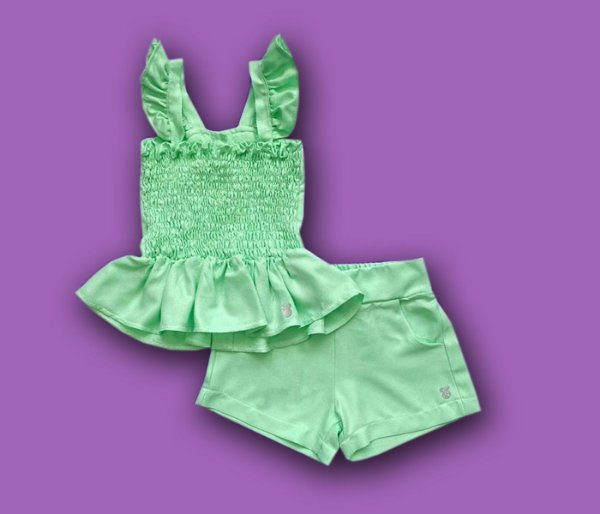 Conjunto Short e Blusa Com Elastec e Detalhe de Botão nas Costas Cor Verde